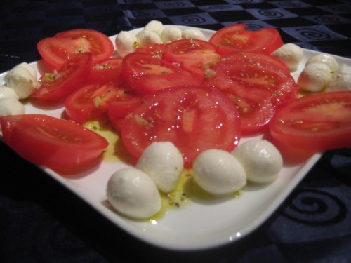 Tomatoes with olive oil and bocconcini cheese